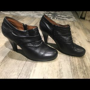 Sofft Florina Ruched Black Leather Booties 8